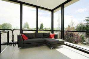 Montage der T-STRIPE Fensterheizung gegen Kondenswasser am Metalfenster