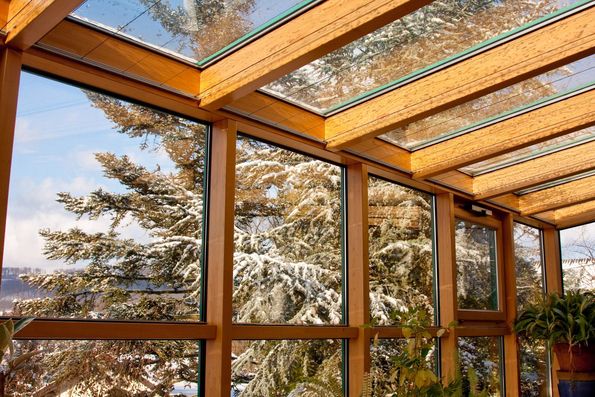 Wintergarten: T-STRIPE Fensterheizung / Fassadenheizung vermeidet Kondenswasser am Fenster und erhöht den Wohnkompfort