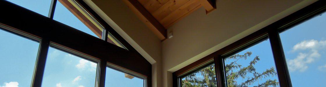 Das Fensterheizsystem T-STRIPE erwärmt den Randbereich der Scheibe, sodass dort kein Kondenswasser mehr entstehen kann.