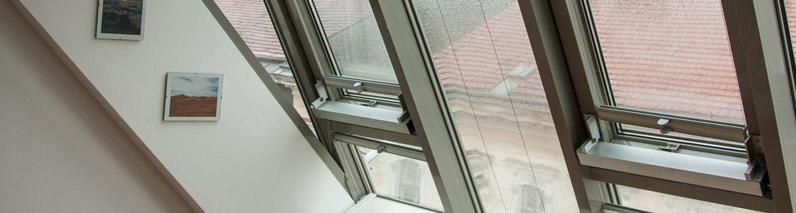 Die Schlafzimmer in der Kundmanngasse waren besonders stark von Schwitzwasser betroffen – und das Raumklima entsprechend schlecht. Nach dem Einbau von T-STRIPE können die Bewohner nun trockene Fenster und eine schöne Aussicht in den Himmel Wiens genießen.
