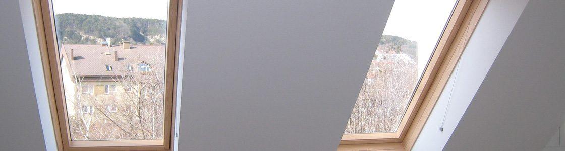 Dachflächenfenster sind besonders oft von Kondenswasser betroffen, da sie der Witterung stark ausgesetzt sind. Seit dem Einbau von T-STRIPE muss Manuel Mühlberger diese nicht mehr täglich trocken wischen – und die Holzfenster bleiben von Schimmel frei und viele Jahre schön.